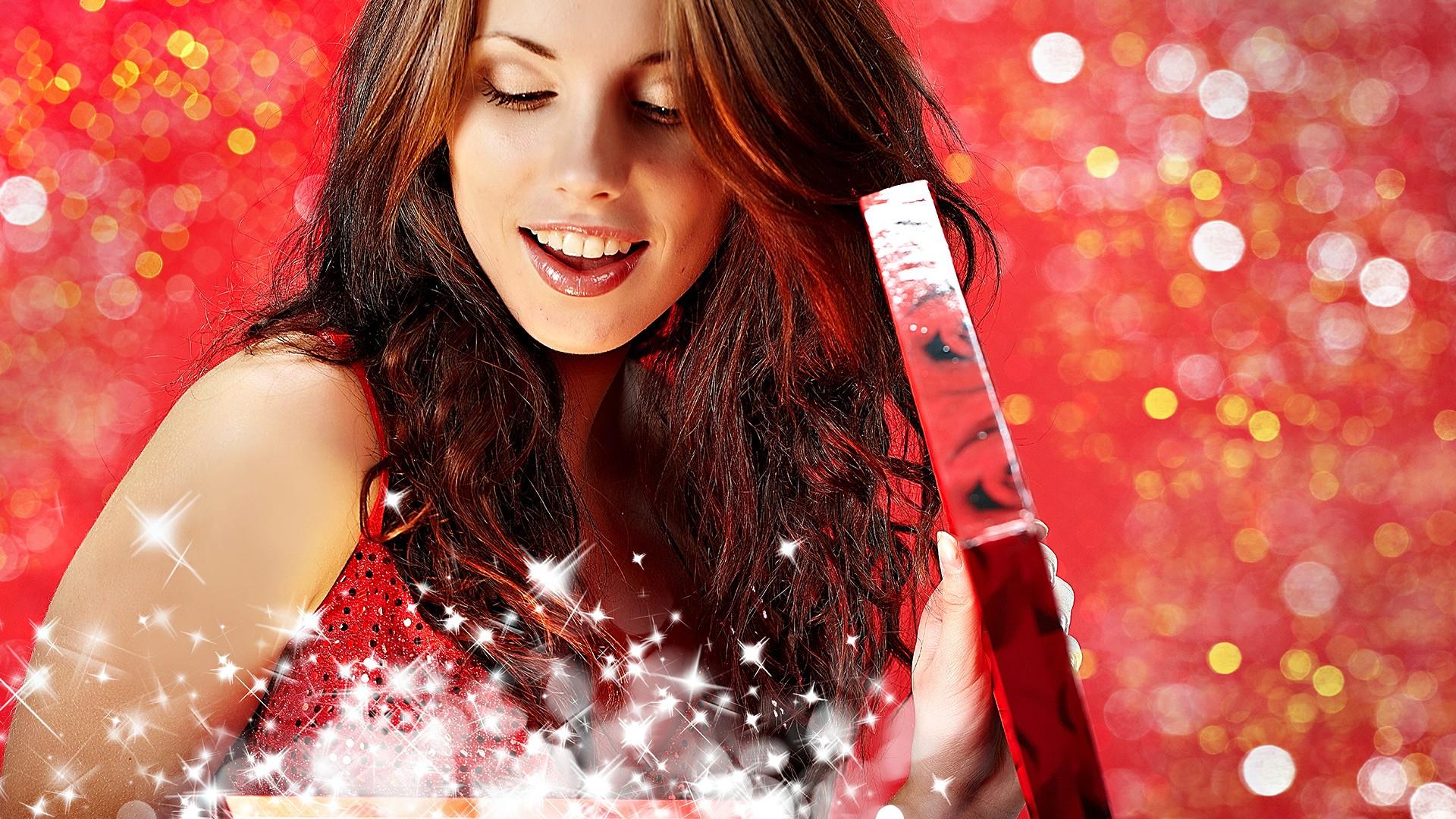 Какой подарок поднимет девушке настроение
