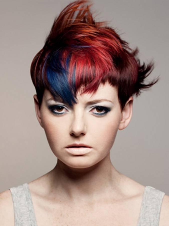 Прически на короткие волосы цветные