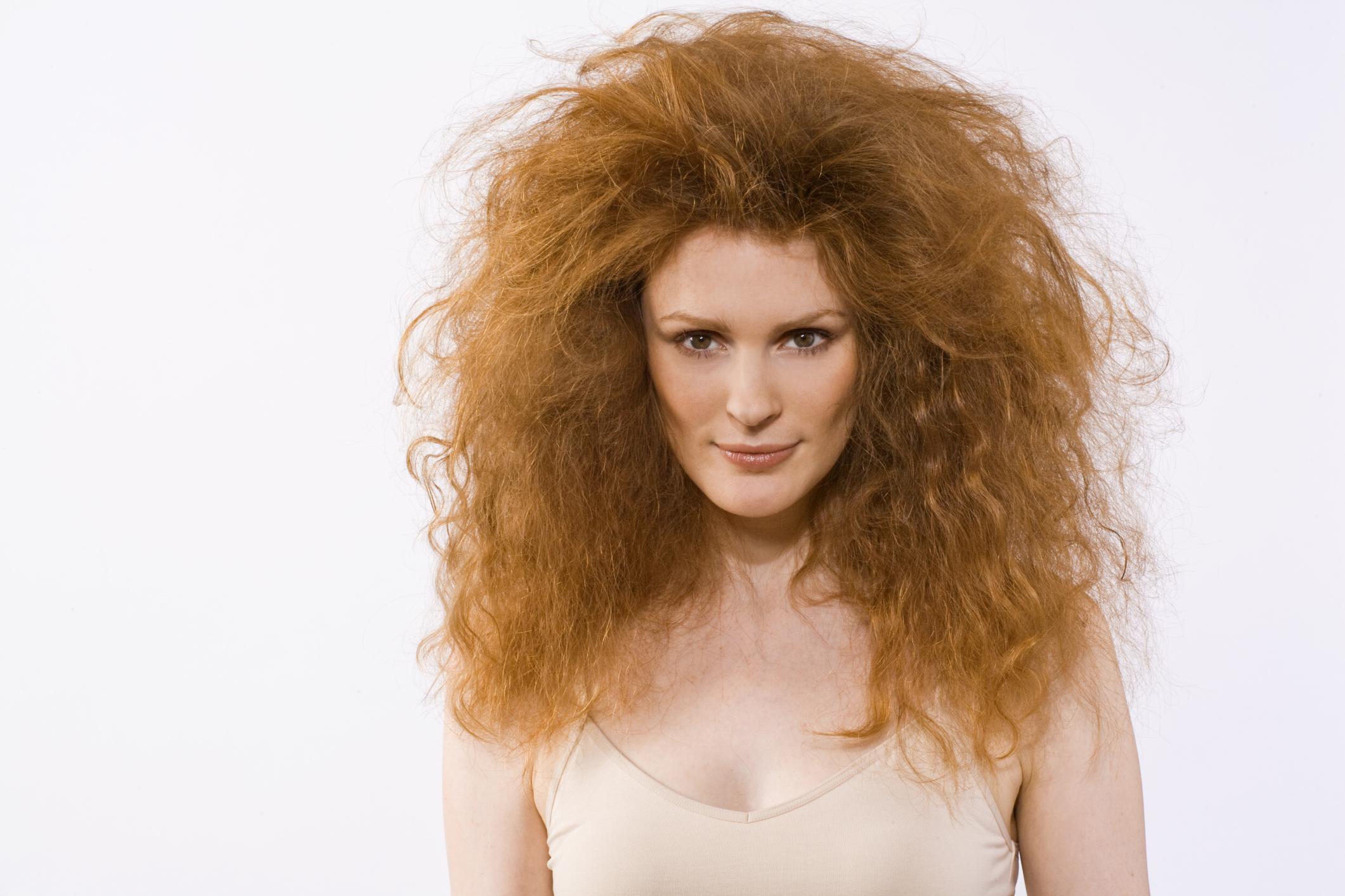 Прическа из пушистых вьющихся волос