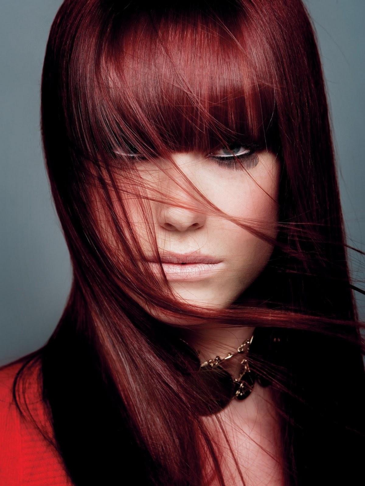 Чёрный цвет волос с красным оттенком