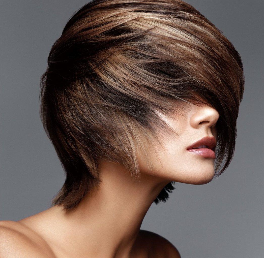 Если волосы уже были окрашены стойкой краской для волос, можно сделать «смывку» или осветление, но необходимо помнить, что эта процедура заметно ухудшает качество волос.