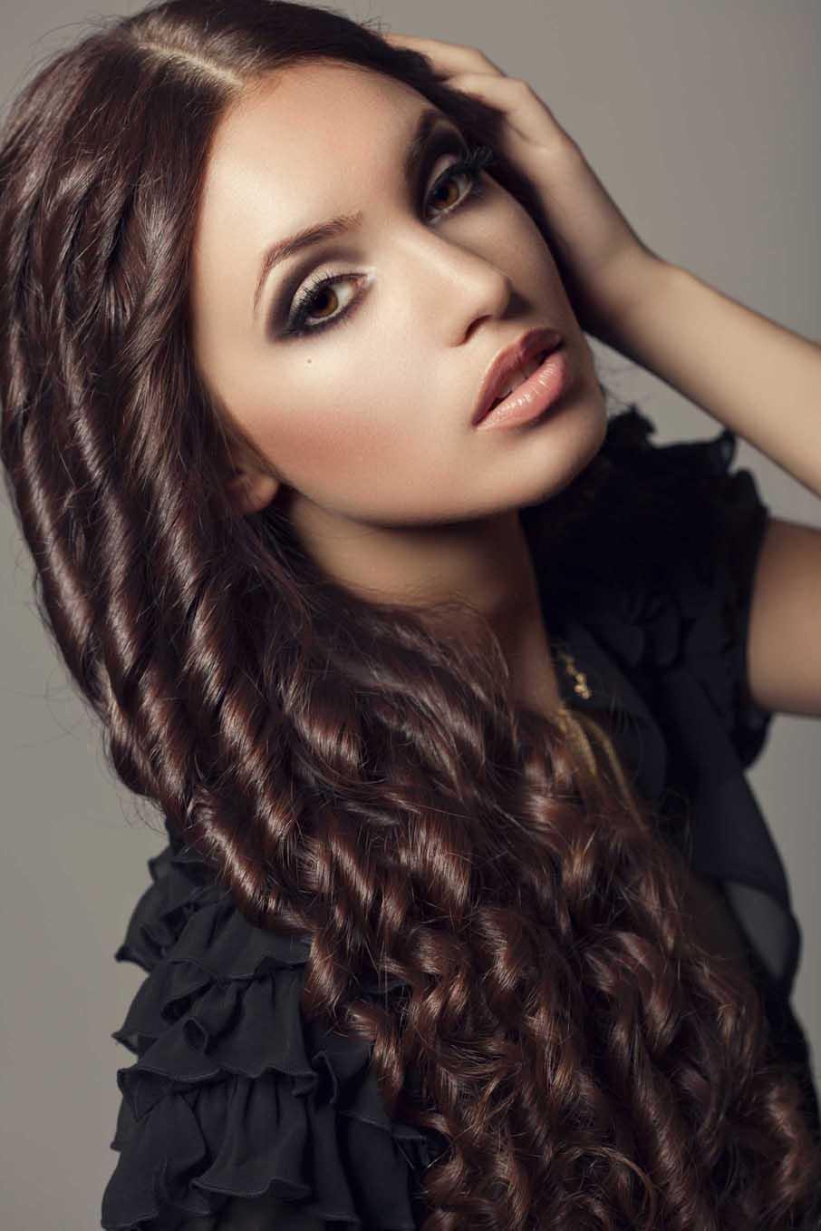 Фото красивых причесок из накрученных волос