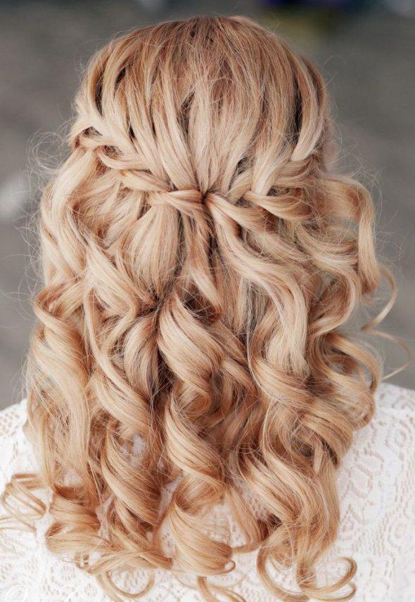 Прически на длинные волосы с локонами своими
