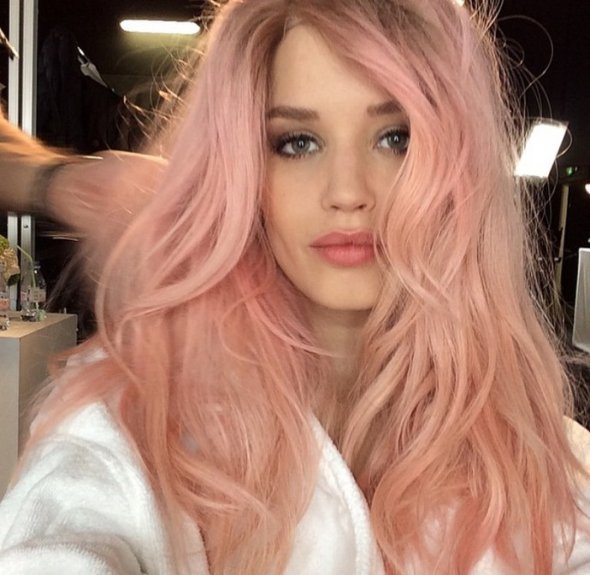 Розовый оттенок волос фото
