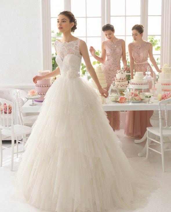 Платье от valentino с кружевами